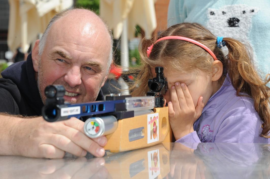 Für Klaus Kremer, Entwickler der IQ-Laserschießtechnik, ist Nachwuchsförderung Herzenssache
