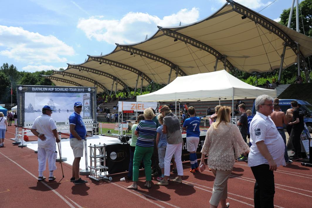 Das Denkmalschutz-gepflegte Wittringer Stadion in Gladbeck bot der Etappe eine ehrwürdige Kulisse