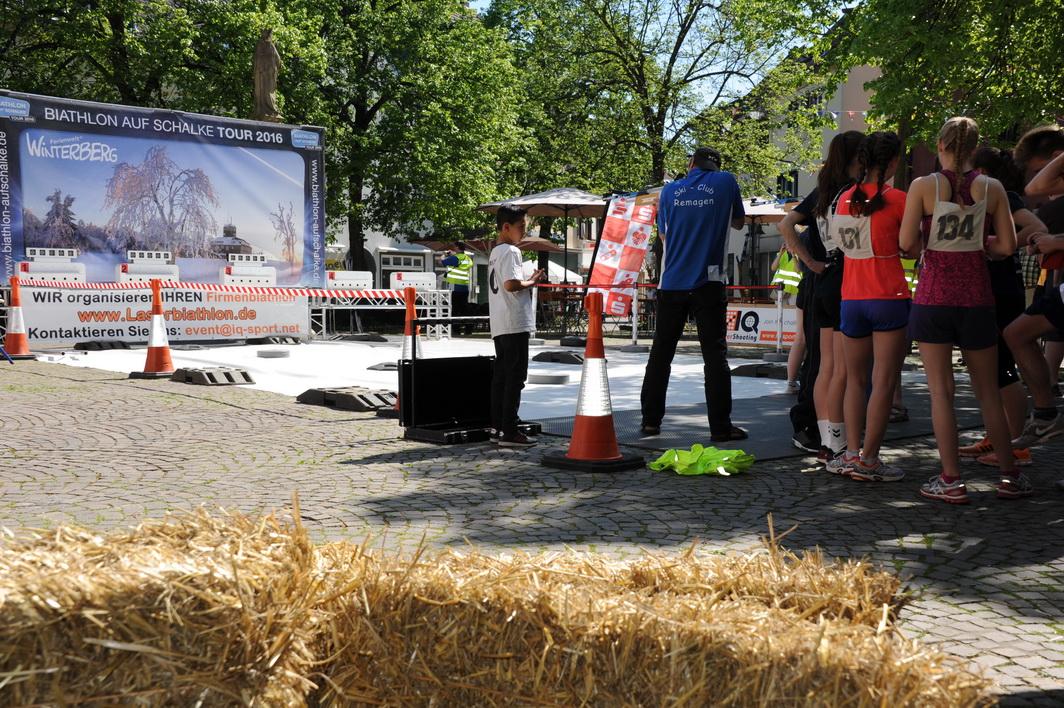 Ein großes Dankeschön gilt auch den beiden Gastgebern dieser Meisterschaft, der Werbegemeinschaft Remagen mag ich mit ihrer Vorsitzenden, Petra Pellenz und Volker Thehos, die ebenso überzeugt von der Idee eines Biathlonevents auf dem Marktplatz sind, wie die Stadt Remagen um Wirtschaftsförderer Marc Bors und Günther Balas, die an beiden Tagen von früh bis spät selbst Hand angelegt haben, die Streckenabsperrung perfekt geplant hatten und stets in Rufweite waren. Biathlon in Remagen hat eine Zukunft, auch wegen ihnen.