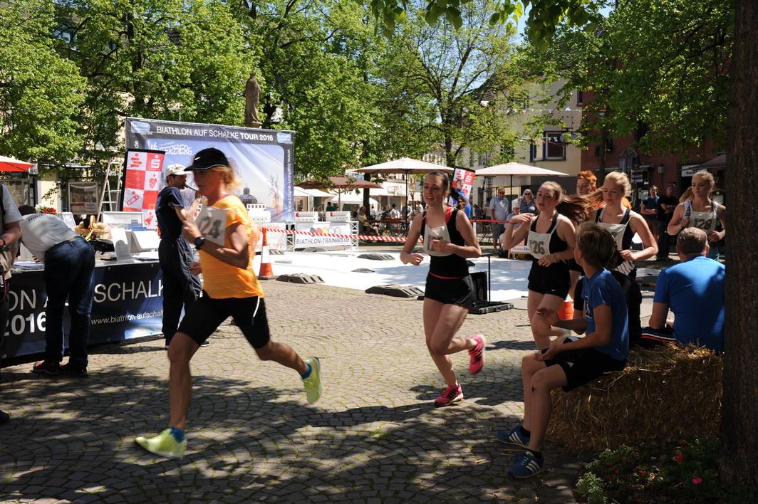 Die Sommerbiathletinnen des Schützenvereins Lindlar sind im Rheinland das Maß der Dinge. Trainerin Betina Brückmann stürmt zunächst voran. In der Gesamtwertung erreicht Ricarda Torba (128) den 2. Platz vor Mona Brückmann (126). Tabea Torba wird Vierte und Kim Brückmann Sechste.