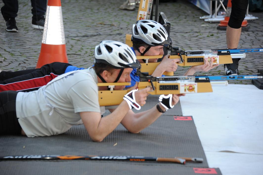 Nach 2 Runden noch gleichauf sind Vater und Sohn Puderbach im Duell um Platz 1 in diesem Rennen.